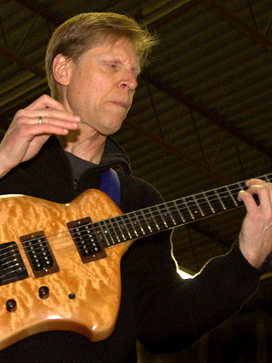 Mark Papagno playing his Canton Custom Instrument